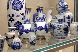 Real or fake? How to spot authentic Chinese blue-and-white porcelain -  Gardiner Museum