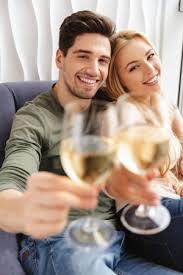 Photos de Loving couple de boire du champagne, Images de Loving couple de  boire du champagne | Depositphotos®