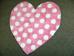 heart shaped rugs crochet rug pattern hot pink