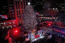 Rockefeller Tree Lighting 2019 Rockefeller Center Christmas Tree Lights Up Photos The