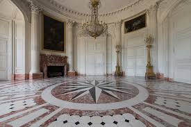 this vestibule served as the entrance to louis xiv s first suite of apartments in the trianon palace which he occupied for just three years