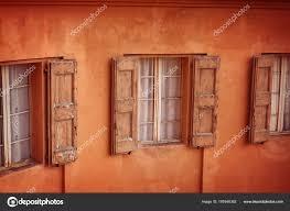 Fassade Des Hauses Mit Alten Fenster Mit Fensterläden Aus Holz
