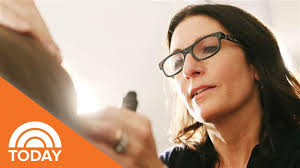 makeup artist bobbi brown doesn t believe in contouring or flaws today