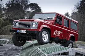 land rover defender 2015. land rover defender to fight no more forever production ending in 2015 lr def electric 040313