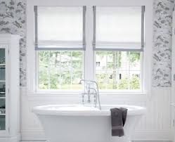 Carta Da Parati Nel Bagno : Bianco interni minimalista bagno con vasca da floreale carta