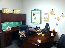 how to decorate office. Plain Decorate How To Decorate A Office Madden Your Stunning    In How To Decorate Office