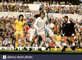L-R Steve Perryman Tottenham Hotspur, Allan Clarke Leeds United, Jack  Taylor Referee Stock Photo - Alamy