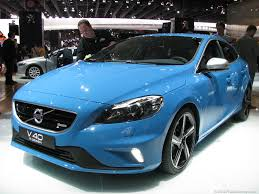 Pricing announced for Volvo V40 Cross Country and R-Design