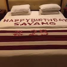 flower decoration for birthday in room