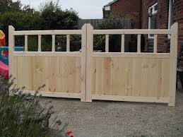 a pair of driveway gates 4ft high x 8ft wide each gate 4ft wide