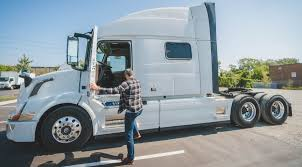 ELD Tips for Drivers: Going from Paper Logs to Electronic | Geotab