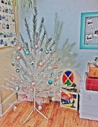 Vintage EverGleam Aluminum Christmas Tree with Spartus Rotating Color Wheel  - YouTube