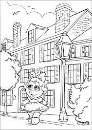 Baby Miss Piggy Loopt Door De Stad Kleurplaat Gratis Kleurplaten