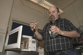 UW's original mad scientist does funny things with microwave ovens ...