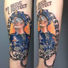 портрет полицейского и надпись на руке фото татуировок