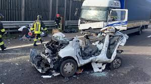Incidente mortale in autostrada a Padova Est: auto ...