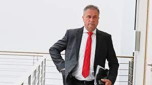 Jun 11, 2021 · dass claus weselsky am tag nach den geplatzten verhandlungen in der alteingesessenen eisenbahnerstadt spricht, ist für ihn ein glücklicher zufall. Zenltrfkqxv2rm