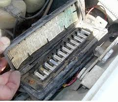 o e aluminum fuse failure electrical problem mercedessource com fuse box problems 2007 pacifica you don't put aluminum up next to copper add in moisture and heat and expect to not have corrosion problems