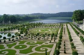 Версальский парк одноимённого дворца не менее знаменит  парки парижа