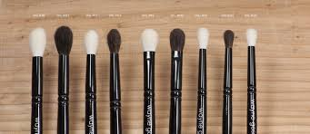 wayne goss the artist brush wayne loves crease brushes a huge lot so i am not surprised to see this little