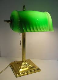 Vintage Brass Bankers Desk Lamp Pull Chain Green Fancy Clamshell Glass Shade