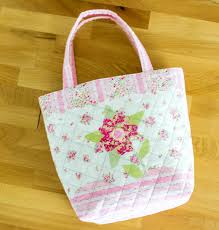 Sweet Quilted Tote {free sewing tutorial} — SewCanShe | Free ... & Today I'll show you how to sew up the sweet little tote. I really love this  bag. It is only about 10'' tall, 8 1/2'' wide at the bottom, and 4'' deep. Adamdwight.com