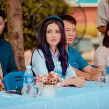 Cô giáo Tây có gương mặt xinh như búp bê trong lễ khai giảng ở Việt Nam là  ai?