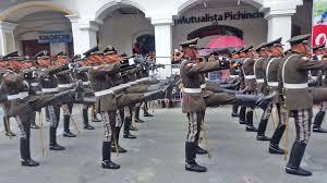 Los cadetes de la Escuela de Policía General Alberto Enríquez Gallo  regresan a Loja a los 16 años para rendir tributo al cantón Loja : Policial  : La Hora Noticias de Ecuador,