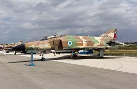 إسرائيل تشجع أحد تجارها على تزويد إيران بالسلاح