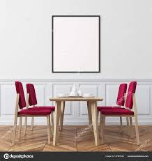 Weiße Wand Rote Esszimmerstühle Stockfoto