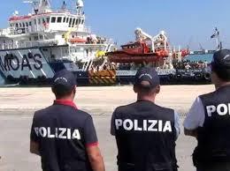 Risultati immagini per navi profughi