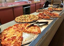 foto de round table pizza roseville ca estados unidos by the slice