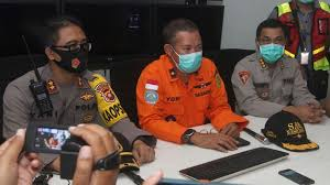 Indonesia plane missing: Boeing lost contact after dropping 'more ...