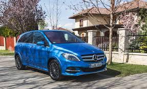 La classe b est équipée de fonctions et de systèmes d'aide à la conduite intelligents qui vous aident encore plus et facilitent encore votre tâche pendant la conduite. 2017 Mercedes Benz B Class Ev Quick Take Review Car And Driver