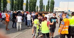 Novara, muore sindacalista investito da camion che forza un presidio