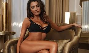Manuela Ferrara accusa: «Paolo Brosio ha provato a baciarmi» De Vitis