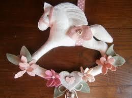 Lora del te: cavallino a dondolo in pannolenci