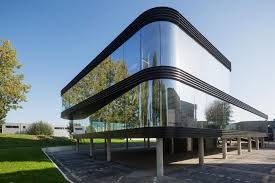 Glass facade design office building Angle Shot The Curve By A Allglass Facade Maximizes Visibility And Light Penetration Of This More Offices Caandesign The Curve By A Allglass Facade Maximizes Visibility And Light