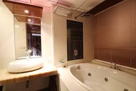 hotels with bathtub in delhi ideas
