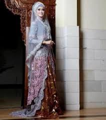 Anne yang merupakan seorang perancang kebaya pernikahan itu menceritakan kenangan saat baju rancangannya dipakai dalam pernikahan ashraf dan bcl. Kebaya Anne Avantie Hijab Terbaru Untuk Wanita Muslimah 2021