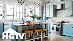 Modern stoves with extractor built into the kitchen table made it possible to completely drop the cabinet and leave the walls blank — or possibly decorated with open shelves or art. Tour The Kitchen Hgtv Smart Home 2018 Hgtv Youtube