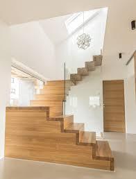 Da es neben der geraden treppe auch spindeltreppen, bogentreppen, podesttreppen die vorteile einer podesttreppe können sie guten gewissens nutzen und sich für diese entscheiden, wenn sie zusätzlich für sicherheit beim. Treppenbau Holzmanufaktur Ballert