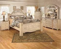 bedroom set main: old world  piece light opulent finish saveaha collection king bedroom set main image