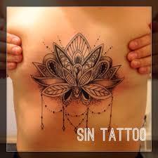 татуировка на груди у девушки лотос фото рисунки эскизы