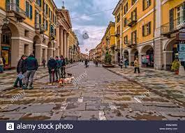 Italien Piemont Cuneo Altstadt - Via Roma Stockfotografie - Alamy