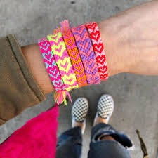 the neon tea party heart friendship bracelet diy 01 square