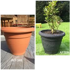 painting plastic plant pots