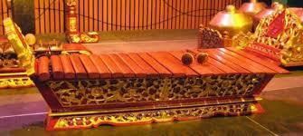 Kecapi atau kacapi adalah alat musik yang berasal dari suku sunda dan merupakan alat musik utama dalam memainkan tembang sunda. 12 Alat Musik Jawa Tengah Khas Instrumen Gamelan