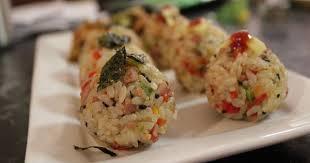 Tips yang selanjutnya adalah bunda bisa membuatkan sang anak nasi bento dengan nasi yang lembut atau bubur yang dihias. 5 Kreasi Menu Nasi Untuk Si Kecil Yang Tak Suka Makan Nasi Popmama Com