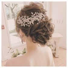 ウエディングドレスの髪型に悩む外国人風ゆるふわvs王道すっきりまとめ